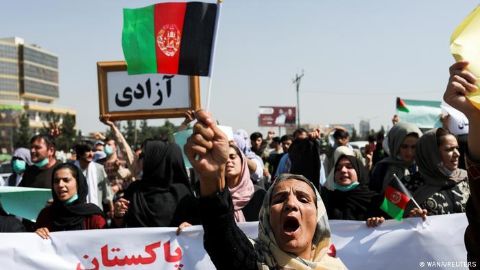 دلیل حضور گسترده زنان در این راهپیماییها این است که آنها بیشتر از دیگران نگران از دست دادن حقوقشان هستند. شامگاه دوشنبه ۱۵ شهریور نیز در شهرهای هرات، کابل و مزار شریف تجمعات اعتراضی برگزار شد. این تجمعات نیز عمدتا با حضور زنان همراه بود.