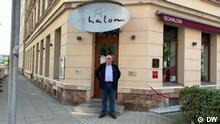 Alleged Chemnitz riot attacker on trial Ort: Chemnitz Sendedatum: 08.09.2021 Rechte: DW Bildbeschreibung: The alleged neo-Nazi has been charged with assaulting a Jewish restaurant owner during riots in 2018.