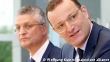 08.09.2021, Berlin, Jens Spahn (CDU, r), Bundesgesundheitsminister, und Lothar Wieler, Präsident des Robert-Koch-Instituts, beantworten während einer Pressekonferenz zur Impfkampagne gegen Corona Fragen von Journalisten.