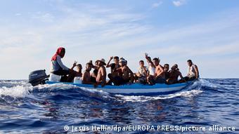 17 μετανάστες από την Τσέμπα (Τυνησία)