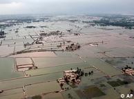 پاکستان میں سیلاب کے باعث انگلینڈ کے رقبے کے برابر خطہ زیرآب آیا