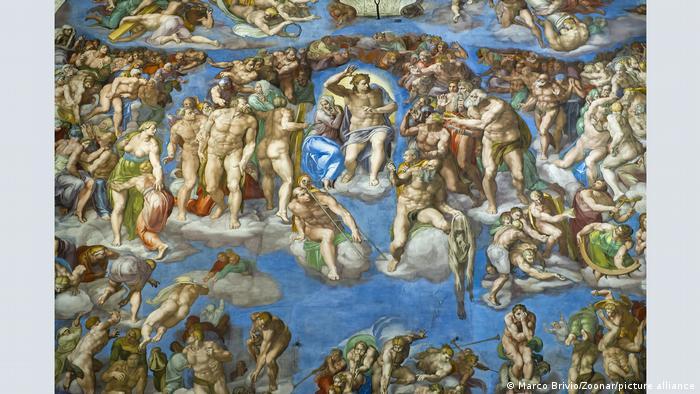 Това, което представлява днес Страшният съд (1534–1541) на Микеланджело в Сикстинската капела, съвсем не отговаря на оригинала на произведението. Авторът е нарисувал фигурите около Исус Христос съвсем голи. На съвременниците му обаче това се сторило твърде вулгарно и на Даниеле да Волтера било възложено да ги облече, скривайки гениталиите им. Така те се сдобили с парчета плат отгоре им.