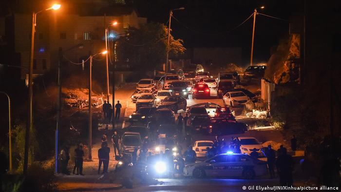 Polizeifahrzeuge auf der Straße