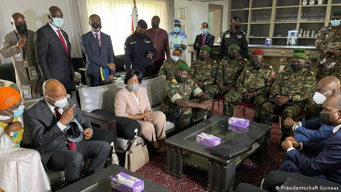 Photo de la première délégation de la Cédéao, le 10 septembre à Conakry