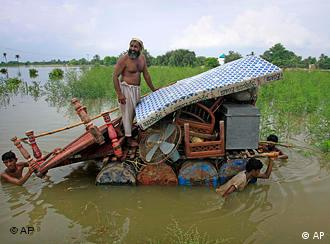 Pakistani flood survivors shift their belongings to safer areas