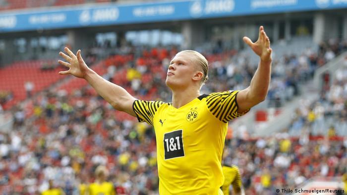 ارلینگ هالند، مهاجم نروژی بوروسیا دورتموند، بار دیگر سهم مهمی در کامیابی تیم خود داشت و ۲ گل به ثمر رساند. او در حال حاضر با به ثمر رساندن ۵ گل، در بین موفقترین گلزنان فصل جدید بوندسلیگا قرار گرفته است.