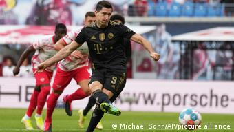 Robert Lewandowski converts a penalty to give Bayern Munich the lead