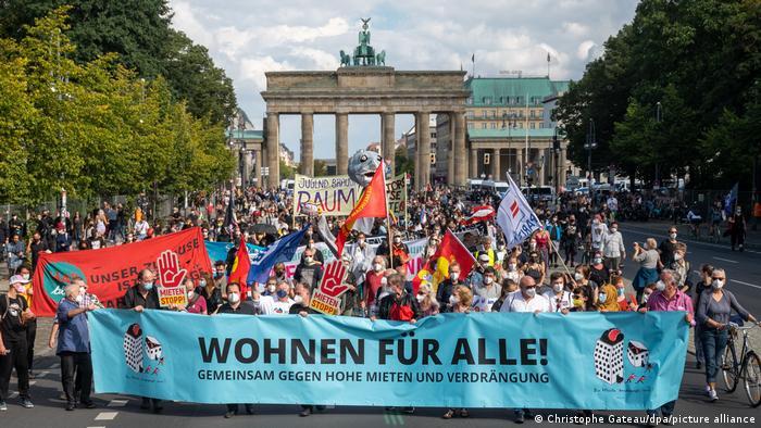 Deutschland Demonstration gegen hohe Mieten in Berlin