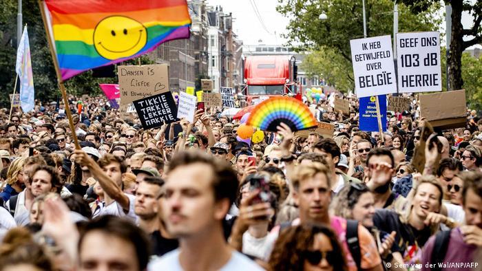 Niederlande Amsterdam | Protest gegen die COVID-19-Beschränkungen der Regierung