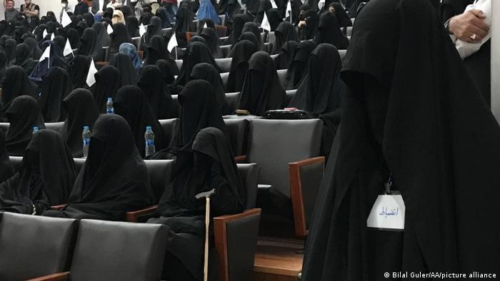 Kabul   Konflikt in Afghanistan - Frauen demonstrieren für Taliban