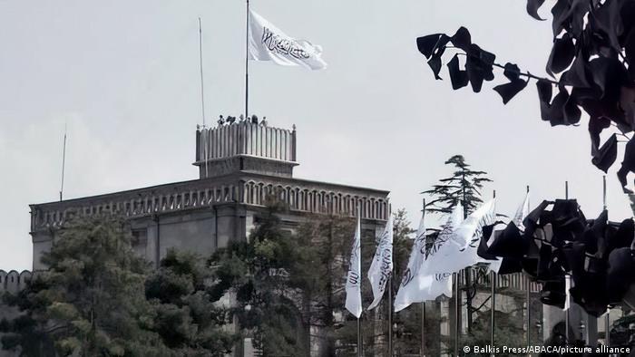 Talibanska zastava na Predsjedničkoj palači u Kabulu