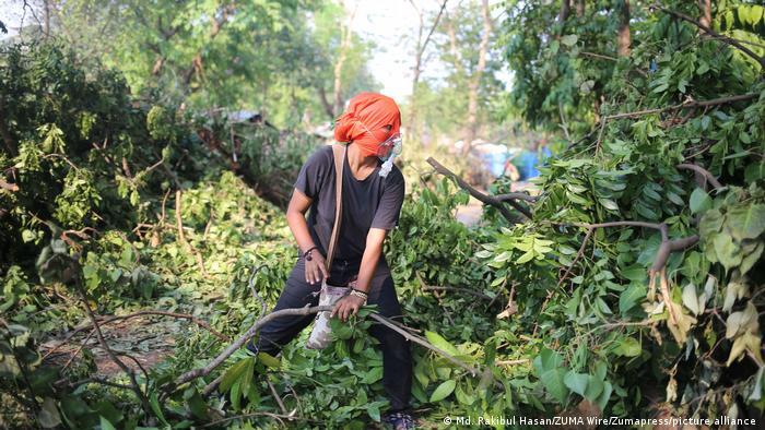 Bangladesh Protest gegen das Fällen von Bäumen in einem Park in Dhaka