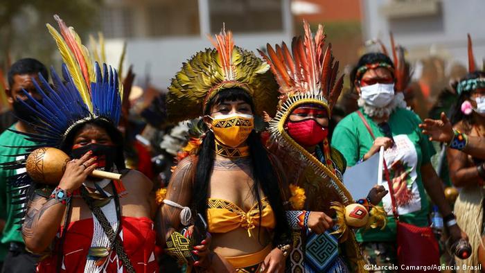 Marcha de mulheres indígenas contra Bolsonaro em Brasília, em 10 de setembro de 2021