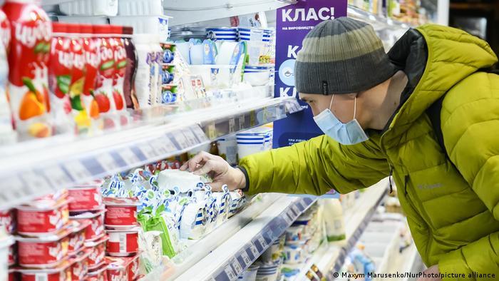 Влада обіцяє не закривати магазини та інші заклади у разі дотримання умов карантину