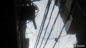 Kabelgewirr in den Straßen des Flüchtlingslagers (Foto: Diana Hodali)