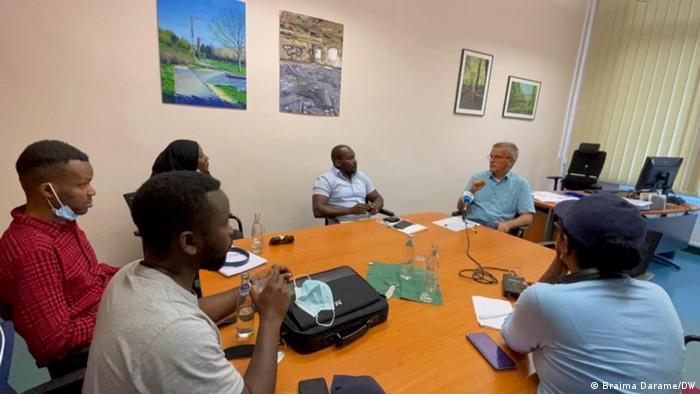 DW-Interview mit Journalisten in Halle