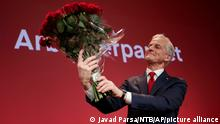 13.09.2021 Labor leader Jonas Gahr Støre holds a bouquet of red roses at the Labor Party's election vigil for the 2021 parliamentary elections at the People's House in Oslo, Norway on Monday, Sept. 13, 2021. The center-left bloc headed to a victory in Norway's elections Monday as official projections pointed to the governing Conservatives losing power after a campaign dominated by climate change and the future of the country's oil and gas exploration industry. (Javad Parsa/NTB via AP)