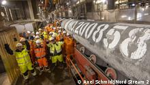 6.9.2021, Deutschland, Specialists on the laybarge Fortuna has welded the last pipe of the two strings of the Nord Stream 2 Pipeline at (06.09.21). The pipe number 200,858 was subsequently lowered onto the seabed in German waters. Foto: Nord Stream 2