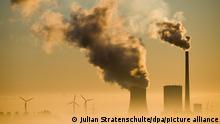 Das Kohlekraftwerk Mehrum und Windräder produzieren Strom. In London findet eine Diskussion über das Erreichen der Pariser Klimaziele mit Bundeskanzlerin Merkel, europäischen Bürgermeistern sowie Banken-Vertretern statt. +++ dpa-Bildfunk +++