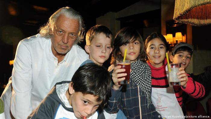 During one of the charity events, Charles Schuman treated 80 children with non-alcoholic cocktails