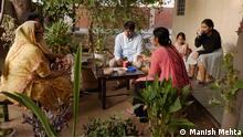 Die Momente in der Familie sind kostbar. Shyam Sunder Jyani ist viel in Rajasthn unterwegs. DW India Global Ideas Video: Bilder von Manish Mehta © Manish Mehta