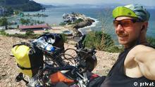 Sasha Avdevich aus Belarus auf seiner Weltreise auf einem Handbike. Copyright: privat