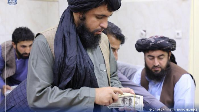Afghanistan Taliban beschlagnahmt bei Zentralbank große Menge Geld