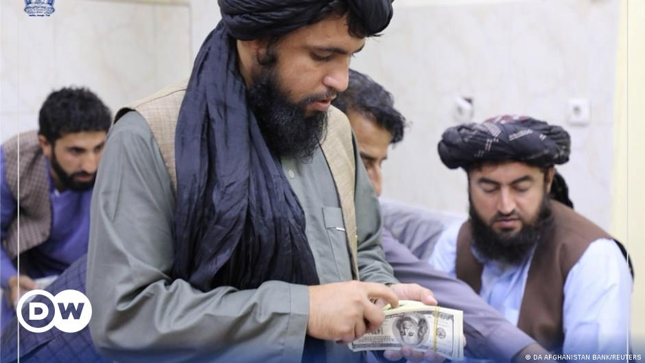 Afghanistan: Taliban seize millions from former Afghan officials