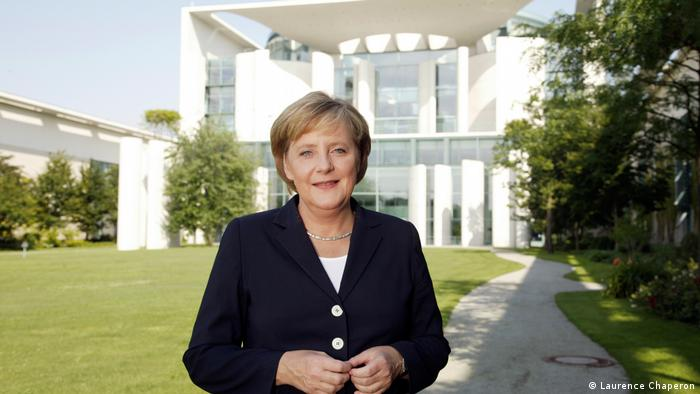 Merkel vor Kanzleramt