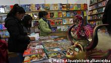 epa04873779 People attend the Bolivian International Book Fair opening in La Paz, Bolivia, 05 August 2015. Writers from Argentina, Chile, Cuba, Mexico, Peru, and Bolivia will participate in the fair. EPA/MARTIN ALIPAZ ++ +++ dpa-Bildfunk +++