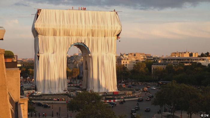 DW Euromaxx  Arc de Triomphe, Christo