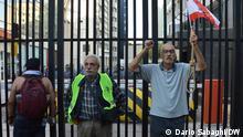 Demonstranten vor dem Eingang der Libanesischen Zentralbank Dario Sabaghi/ DW, September 2021