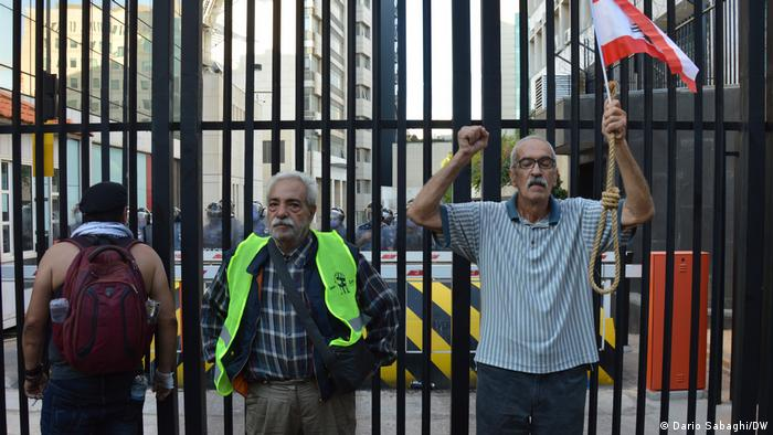 Protesters in front of Lebanese central bank
