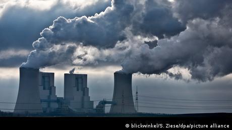 Deutschland Braunkohlekraftwerk Neurath