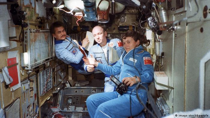Anatoly Berezovoi, Valentin Lebedev und Svetlana Savitskaya in the orbital station Salyut-7