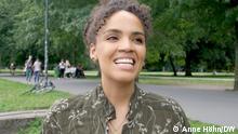 Es ist ein Foto von Ciani-Sophia Hoeder, das für den Beitrag Afro hair gedacht ist, Foto: Anne Höhn/DW, Verwendung im Zusammenhang mit dem Beitrag Embracing natural Afro hair in Germany https://deutschewelle-my.sharepoint.com/:i:/g/personal/anja_brockmann_dw_com/ERpe0wdGbidDkMBExKVwGakBXjY4esomK5spcVtuBgrQxA?e=iO7FHA