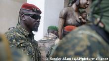 10.9.2021, Conakry******* Guinea's Junta President Col. Mamady Doumbouya, centre, is heavily guarded by soldiers after a meeting with ECOWAS delegation in Conakry, Guinea Friday, Sept. 10, 2021. The junta that seized power in Guinea has ordered the central bank to freeze all government accounts in an effort to secure state assets and preserve the country's interest and comes as a delegation of West African officials from the regional economic bloc known as ECOWAS arrives Friday in Guinea's capital, to meet with the military officers who toppled President Alpha Conde. (AP Photo/ Sunday Alamba)