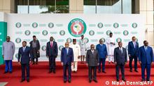 16.9.2021, Accra**** (1st row from L to R): Togo President Faure GnassingbÈ, Ivory Coast President Alassane Ouattara, Ghana Nana Addo Dankwa Akufo-Addo, and Togo President Faure GnassingbÈ, (2nd row from 2nd L to R): Liberia President George Weah, Sierra Leone President Julius Maada Bio, Guinea Bissau President Umaro Sissoco Embalo, Niger President Mohamed Bazoum, Gambia President Adama Barrow (3rd row L) and Nigeria Vice President Yemi Osinbajo (3rd row R) pose for a family photograph in Accra, Ghana on September 16, 202, during the Economic Community of West African States (ECOWAS) Extraordinary meeting on the political situation in Guinea. (Photo by Nipah Dennis / AFP)