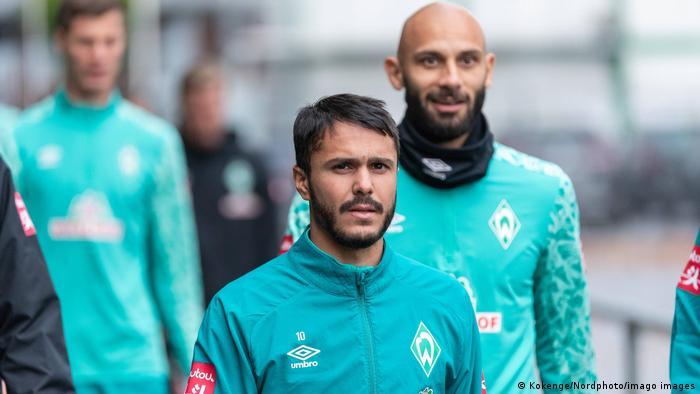 Leonardo Bittencourt und Ömer Toprak in training for Werder Bremen.