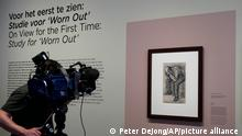 16.9.2021, Amsterdam**** A cameraman takes pictures of Study for Worn Out, a drawing by Dutch master Vincent van Gogh, dated Nov. 1882, on public display for the first time at the Van Gogh Museum in Amsterdam, Netherlands, Thursday, Sept. 16, 2021. (AP Photo/Peter Dejong)