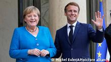 16.9.2021, Paris*** France's President Emmanuel Macron, right, welcomes German Chancellor Angela Merkel prior to a meeting at the Elysee Palace, in Paris, Thursday, Sept. 16, 2021. (AP Photo/Michel Euler)