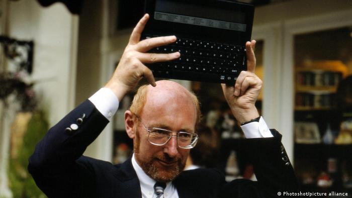 Clive Sinclair holds up his Z88 laptop computer