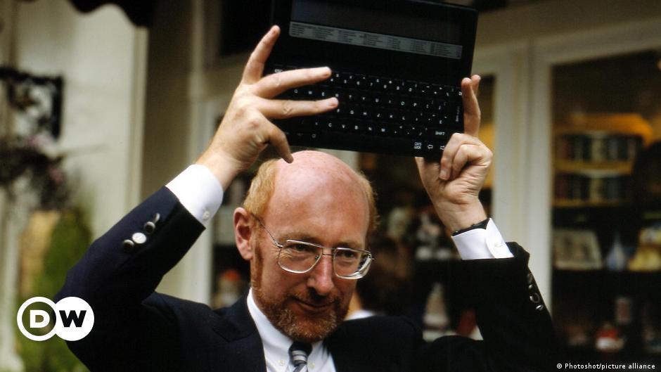 UK inventor, computing pioneer Clive Sinclair dies at 81