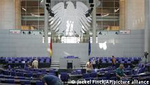 Arbeiter richten am Mittwoch, 12. Oktober 2005, den Reichstag in Berlin fuer die konstituierende Sitzung des Bundestages am 18. Oktober her. Der 16. Deutsche Bundestag wird am Dienstag, 18. Oktober 2005, um 11.00 Uhr zu seiner konstituierenden Sitzung im Plenarsaal des Reichstagsgebaeudes zusammenkommen. (AP Photo/Jockel Finck) ---Workers arrange the seats in the German parliament building