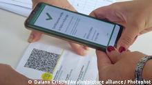 Italy, Tuscany region, Arezzo, September 15, 2021 : Covid 19 emergency, the first day of school. The reopening of schools, after a period of summer holiday, in the picture pass certificate control (green pass), Credit:Daiano Cristini / Avalon