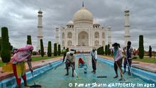 Workers clean a water fountain tank at the Taj Mahal in Agra on September 16, 2021. (Photo by Pawan SHARMA / AFP) (Photo by PAWAN SHARMA/AFP via Getty Images)