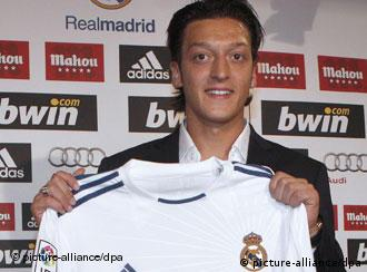 Mesut Oezil with his Real Madrid shirt