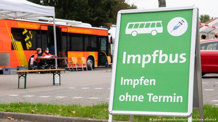 Щоб заохотити людей до щеплень, у деяких містах Німеччини їздять такі вакцинувальні автобуси