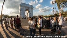 On September 17, 2021, on the eve of the opening to the public of the new work of art by the artists Christo and Jeanne-Claude, L'arc de Triomphe empaquetee, and as the installation work is completed, Parisians and tourists flock to the Place de l'Etoile in Paris to enjoy the unique artistic installation that will be visible for 3 weeks. (Photo by Samuel Boivin/NurPhoto)