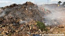 Photos - 2,3: Illustration of garbage in Ndalatanto, provincial capital of Kwanza Norte Place: Ndalatando, Angola Author: António Domingos, DW Date: 18.09.21 Keyword: Ndalatando, Angola, garbage, Hélder Neto activist in Ndalatando via braima darame